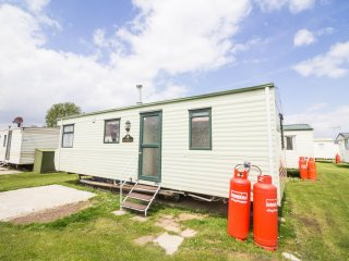 6 berth caravan at Heacham Holiday Park. Near Hustanton.*Pets allowed REF 21036F