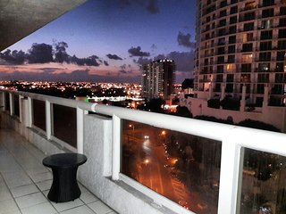 By Gvaldi - Awesome Water Views - 3 Bed / 3 Bath - Downtown Miami