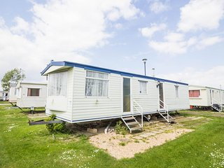8 berth caravan at Heacham Holiday Park. Near Hunstanton, Norfolk. REF 21030H