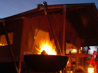 Up Sticks Glamping, Majestic 2 story tents, Malvern Hills, sleep 6,