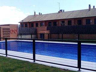 Casa adosada con piscina comunitaria