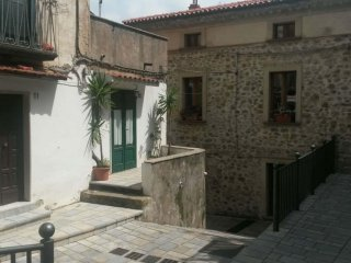 Casa vacanze 'Zia Lucia' in piazza nel centro storico di Pisciotta