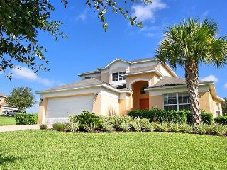 Very Spacious Villa in Emerald Island / Kissimmee with Pool & Jacuzzi