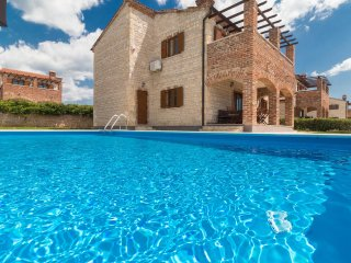 Pleasant Family Villa with Pool near Jursici for 10 people | shared Tennis court