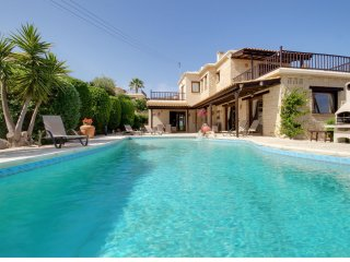 Villa Harmony Luxury 3 bed, all ensuite, Stunning Infinty Pool and Sea views