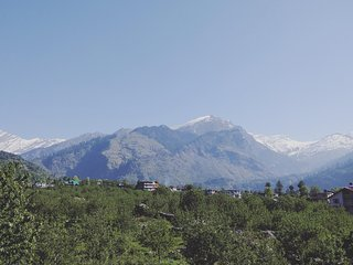 View of ROHTANG paas from schanagzer lodge and cafe....