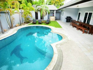Luxury 6 bed Villa private pool near best beach
