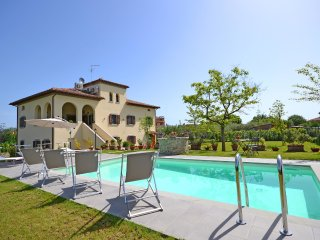 Apartment for 14 persons, with swimming pool