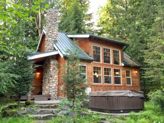 Mt Baker Rim Cabin #11 - This wonderful 2 story cabin with a hot tub