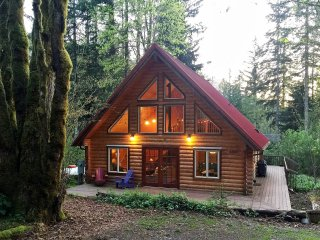 Glacier Springs Cabin #21 - This family home says Cabin in the Country!