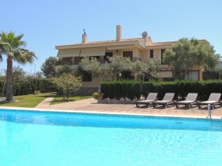 Lovely villa near the beach and private tennis court in Cala Blava x 10 people