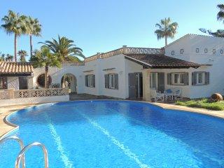 Encantadora villa con piscina privada y aire acondicionado, cerca de la playa