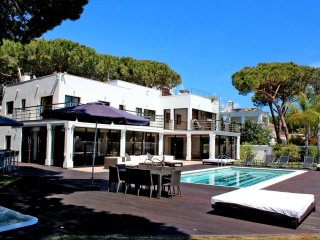 7 bedroom modern beachfront Villa, in Artola, Marbella, close Puerto Cabopino