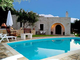 Traditional stone Villa with pool,garden and very nice view!!