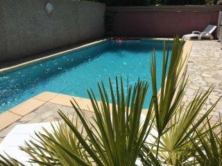 Appartement dans un Hameau avec piscine
