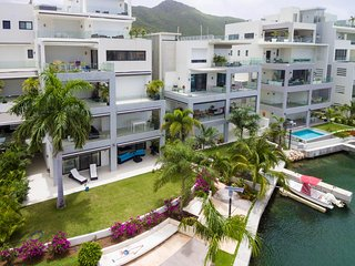 ★ NEW: AMAZING 3BR WITH MARINA & LAGOON VIEWS ★