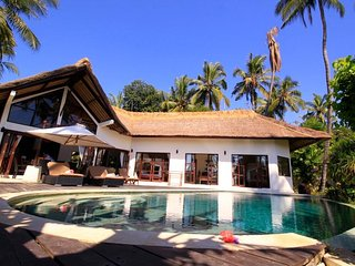 Beach front luxuary villa in authentic north Bali - 4 bedrooms