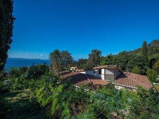 Villa Lei Palmiè au Rayol-Canadel, face à la mer et à deux pas de la plage.