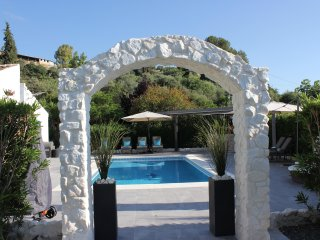 Villa with beautiful gardens in Coin with pool and hot tub