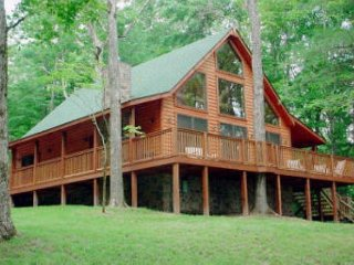 Tomahawk Lodge is conveniently located just minutes from GSMNP