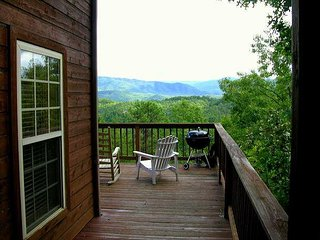 A gorgeous log cabin awaits you at Run To The Hills.