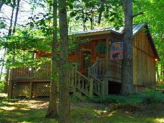 This quaint, cozy cottage is economy priced located just outside the GSMNP