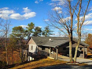 This beautiful cabin gives all the comforts of home and is pet friendly.