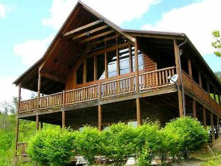 Easy access valley floor cabin with breathtaking views and fire pit to enjoy