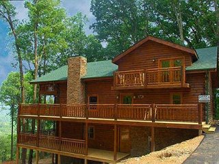 Enjoy Thunder Mountain in this family-friendly cabin, wooded mountain view