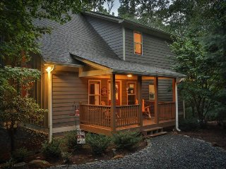 Hideaway in the Woods (at Overton Lodge) -Three Levels of Spacious Cabin Living