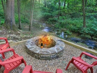 Two Brook Lodge- Creek Front with Firepit- Wooded Lot