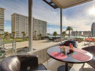 Modern, contemporary apartment w/ partial ocean views, shared pool & hot tub
