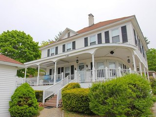 Historic beach house w/ wrap-around porch - 5 blocks to the beach, 2 dogs OK!