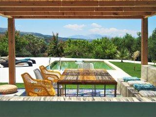 Contemporary villa with fantastic view