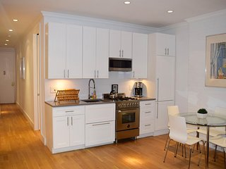 Midtown East 3BR/2BA with private backyard patio!