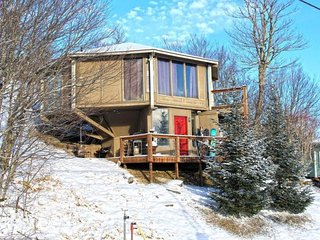 3BR Right on the Slopes of Beech Mountain, Huge Long Range Views, Hot Tub, Lots