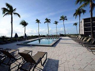 Sundial J208 Gulf View Resort Style Condominium