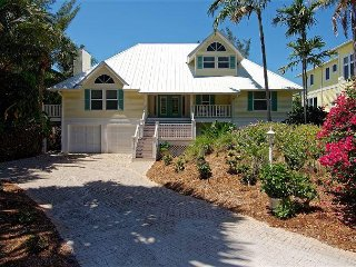 Sanga Na Langa 'No Worries' Captiva Island Village Pool Home
