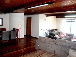 Casa linda em Campos do Jordao a 5km de Capivari