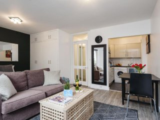 Spacious Sherborne Cromwell Court VIII apartment in Kensington & Chelsea with Wi