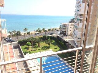 Apartamento en 1a linea de playa con piscina y wifi