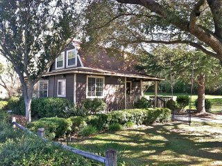 Great LOS OLIVOS location - Gorgeous 2-Story Cottage - Walk to everything!