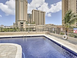 Renovated Waikiki Penthouse w/ Views, Free Parking