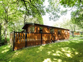 RIVER LODGE, veranda, sleeps six, open plan, Bethesda, Ref 938531