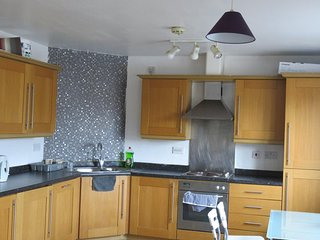 Excellent location spacious Cardiff Bay apartment