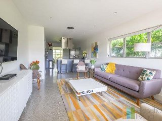 Renovated Mid Century Modern Home close to Beach and Atlantic!
