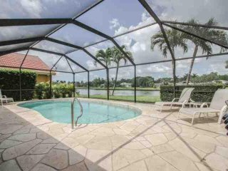 Briarwood, Pool Home (3 King beds/2 Twin beds) Enjoy Amazing Lake Views from