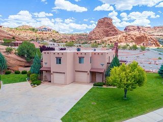 Pet Friendly Townhome - Views - Across from Moab Golf Course