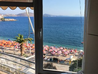 Beach 1+1 room apartment with sea view in each room in the promenade of Saranda