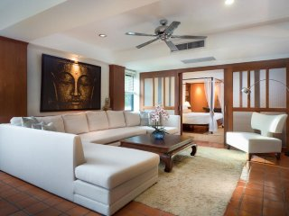 Elegant 2 Bedroom- 3 minute walk to Nai Harn Beach